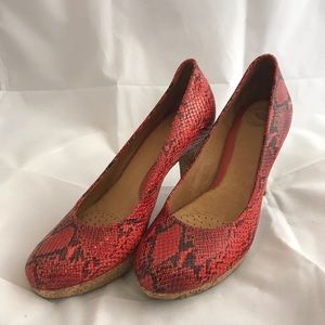 Nurture Women's Red Leather Snakeskin Print Pumps